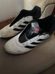 Chuteira Adidas número 39