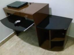 Mesa para computador quase sem uso