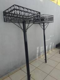 Lixeiras, varais suporte de mangueira, vassouras e correios