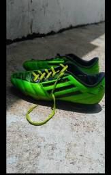 Vendo chuteira Adidas original f0fa1d3e0ba82