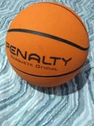 Bola de basquete da penalty oficial usada uma vez