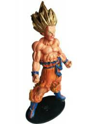 Goku boneco feito de resina