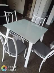 Mesa Lótus 4 cadeiras, vidro temperado. Receba em casa!
