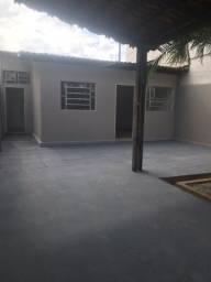 Alugo casa 1 opção de 2 quartos,garagem, mcozinha com área de serviço e quintal!Particular