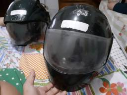 Vendo 2 capacetes.