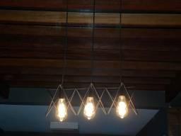 Luminária com lâmpadas de filamento