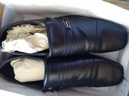 Vendo sandália cartago :42 +sapato social:43