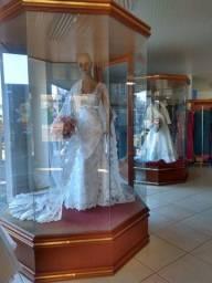 Título do anúncio: Vendo loja de vestidos e eventos sociais