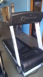 Várias máquinas de musculação