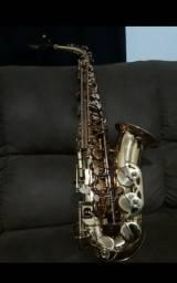 Vende-se Saxofone alto