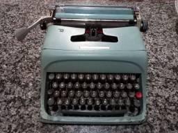 Máquina de Escrever Antiga Olivette