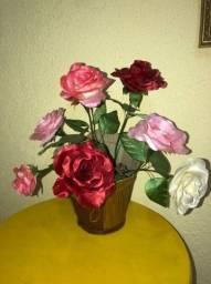 Faça sua encomenda para o dia das mães - arranjo com seis rosas vermelhas de cetim