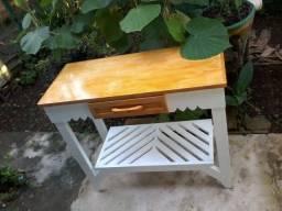 Aparador em madeira , designer contemporâneo.