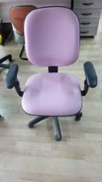 Cadeira  diretor com regulagem no encosto.