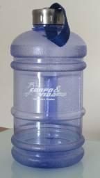 Garrafa estilo galão 2,2 litros
