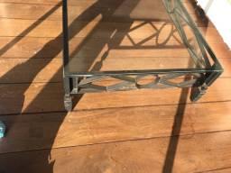 Mesa de centro de em ferro com tampo em vidro
