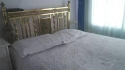 Vende-se uma linda cama toda de ferro linda antiga