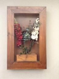 Quadro de madeira com flores