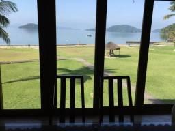 Apartamento frente mar em condomínio fechado de Angra dos Reis