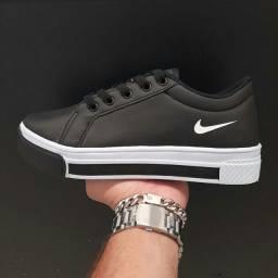 Tênis Nike! Novidades @lola_boutique11  enviamos para todo o Brasil.
