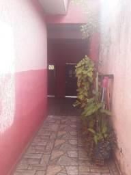 Aluga-se casa 02 dormitórios R$ 1.100,00