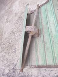 Porta de aço pequena