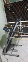 Esteira ergométrica Treo Fitness seminova