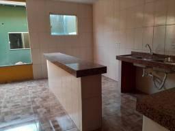 Aluga se uma casa com várias salas e uma bela suite MÁSTER, com banheira hidromassagem