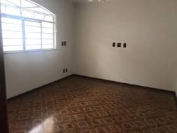 Em Exposição na Vila Souto, casa de ótimo padrão, com 3 quartos (suite) + Edícula