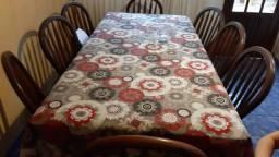 Mesa de jantar e jogo de 08 cadeiras em madeira maciça