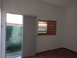 Título do anúncio: Promoção 6 primeiros meses R$400,00- Alugue lindo barracão Riacho das pedras .