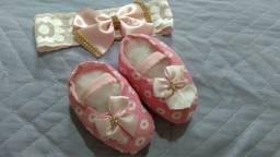 Kit tiara + sapatinho rosa coracao