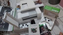 X BOX one s 1 tb , dois controles e 3 jogos