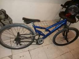 Vendo uma bicicleta aro 26.