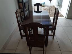 Título do anúncio: Mesa de madeira com 4 cadeiras - entrega em Uberaba