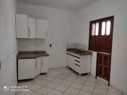 Alugo apartamento de um quarto no centro de Conquista