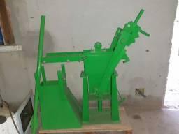 Prensa manual  de tijolos ecológicos da verde