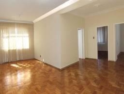Título do anúncio: Apartamento grande, 3 quartos, localização estratégica e privilegiada, silencioso.