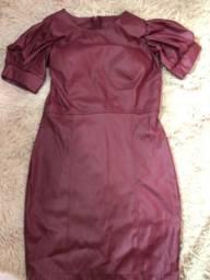 Vestido couro sintético cor de vinho
