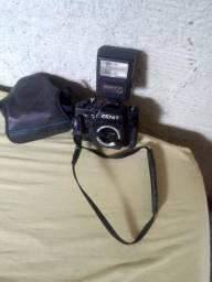 Câmera fotográfica antiga  Zenit. Com flash