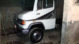 MB 709 ano 95 pneus sem camara toda a ar .
