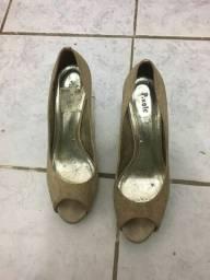 Sapatos dourado