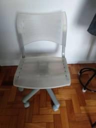 Cadeira de escritório, regulável, cor branca leitosa