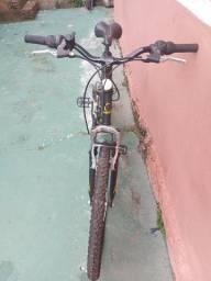 Bicicleta Caloi Andes, aro 26, possui 21 marchas