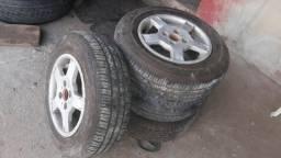 Vende 4 pneus com aros de aco aro 13