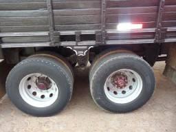 Caminhão boiadeiro - 2004
