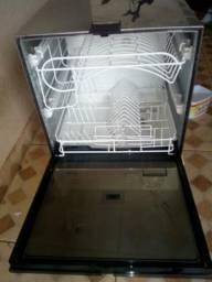 Vende se máquina de lavar louça