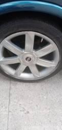 Vendo ou troco rodas 17 com pneus meia vida 800