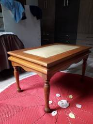 Vendo uma mesa de centro da sala