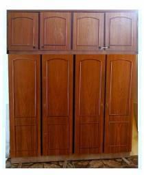 Guarda-Roupas com 8 portas